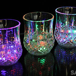 Ly thần kỳ - ly phát sáng đổ nước vào tự động sáng đèn 7 màu lấp lánh