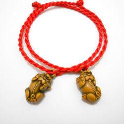 Vòng tay dây đỏ gắn tỳ hưu may mắn bình an giá bao gồm dây mặt dây giá sỉ